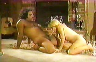 شلخته بالغ در جوراب ساق بلند جهش در دیک فیلم سکسی سینه های بزرگ
