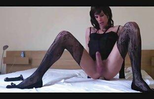 سوفی دی بازی می کند با اسباب بازی های سکسی در ممه سکسی اینستاگرام استخر
