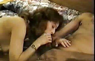 سبزه سکسی با الاغ زرق و سکس کیر لای سینه برق دار طول می کشد دیک در دهان او