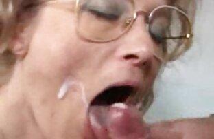 باربی ورزش ها سکسی fucks فیلم سکسی سینه در بیدمشک صورتی با dildo به ضخامت