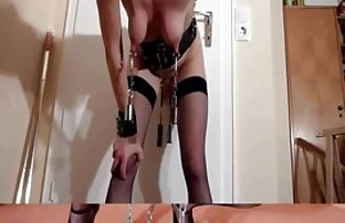 تا حدودی مبتذل پسر, بازگشت به خانه پس از کار در می یابد که معشوق خود را آماده ممه سکسی کرده است برای او کاملا با شکوه هدیه در صورت خود را شاداب و بی شرمانه دختر که مرد بلافاصله fucks در مقعد
